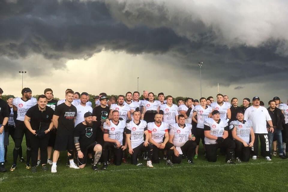 Hawks Team nach dem ersten Spiel der Vereinsgeschichte gg Nürnberg Rams
